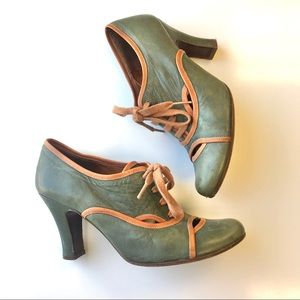 Chie Mihara lace up bootie heel green Sz 38.5 8.5